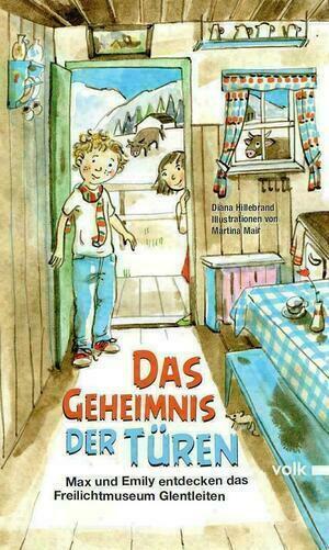 Zwei gezeichnete Kinder schauen durch die geöffnete Tür in eine Hütte des Freilichtmuseums Glentleiten.