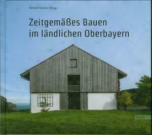 Titelseite des Buchs mit Titel und Foto von einem modernen Haus in Bayern